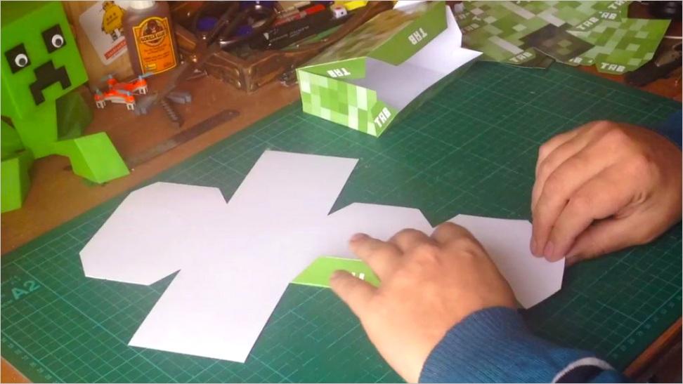Making a Creeper Using Papercraft