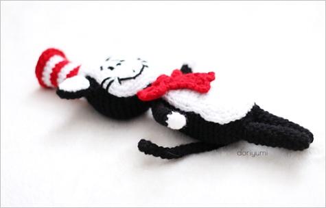 cat in the hat amigurumi