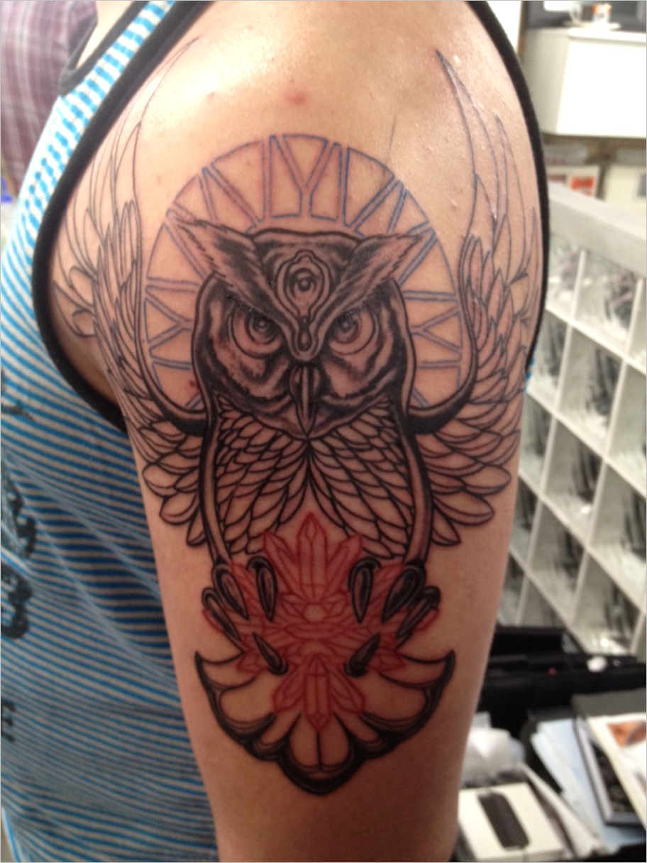 my owl tattoo outline done by thomas sinnamond at